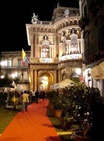 die Oper am Abend