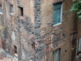 Reparatur nach Erdbeben copy