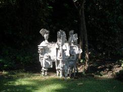 Figurengruppe von Helen in ihrem Garten