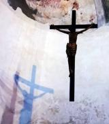 Kruzifix mit Schatten