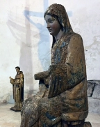 Figurengruppe am Altar