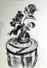 Magda: Vase auf Tischchen